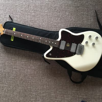 Fender Toronado Deluxe 1998 White for sale