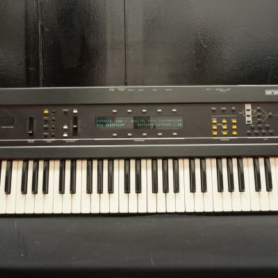 Ensoniq ESQ-1 Polyphonic Digital Wave Synthesiser W/ Analogue Filters 240V