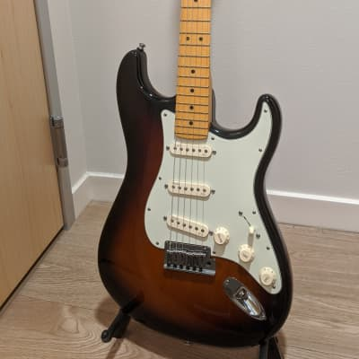 Fender American Deluxe Stratocaster V-Neck 2013 Two-Tone Sunburst, OHSC, Pristine condition for sale