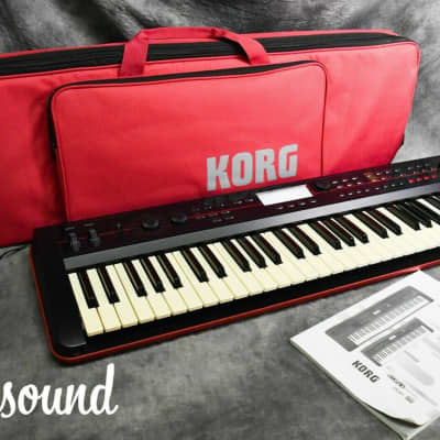 Korg Kross-61 Music Workstarion Synthesizer in Excellent Condition W/ Soft case