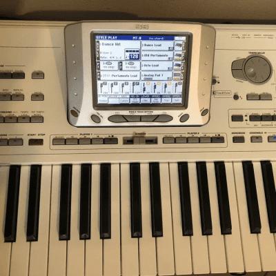 Korg Pa2X Pro 76-Key Professional Arranger Keyboard