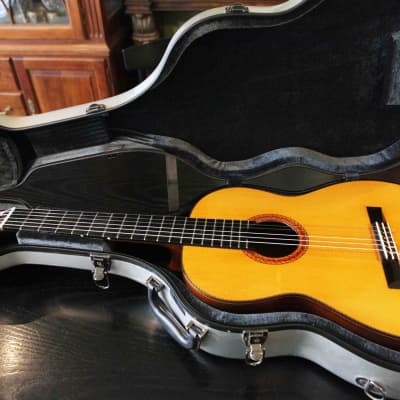 Manouk Papazian New york Classical guitar Signed by the Master Builder 1974 for sale