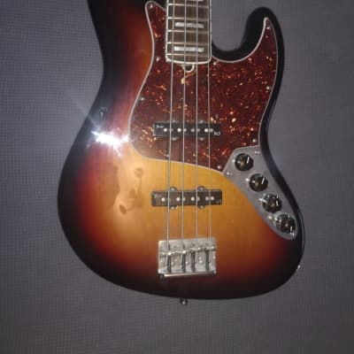 Fender American Deluxe Jazz Bass with Rosewood Fretboard 2012 Sunburst for sale