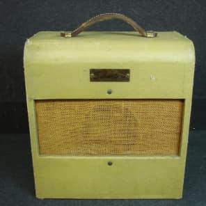 Silvertone Model 1330 2-Watt 1x6 Wide Panel Guitar Combo
