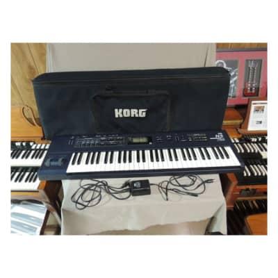 Korg N5 61 key synthesizer with Gig Bag,