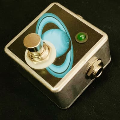 Saturnworks Micro Latching Kill Mute Switch Killswitch w/ LED Guitar Pedal, Crafted in California