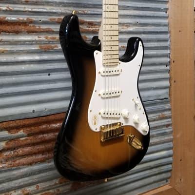 Fender 50th Anniversary Deluxe Stratocaster Sunburst 2004
