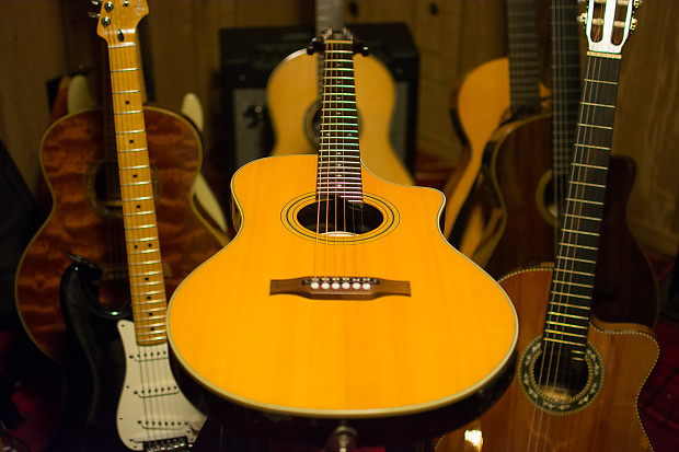 Line 6 Variax 700 Acoustic Natural