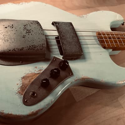 Vintage Reissue S71 CUSTOM SHOP P/J BASS TRANSLUCENT SONIC BLUE RELIC. Handwound Pickups