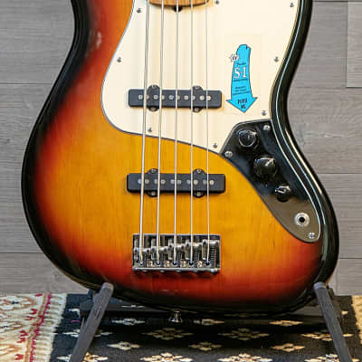 Fender American Series Jazz Bass V - 5 String 3 Tone Sunburst S1 Switch w/Case