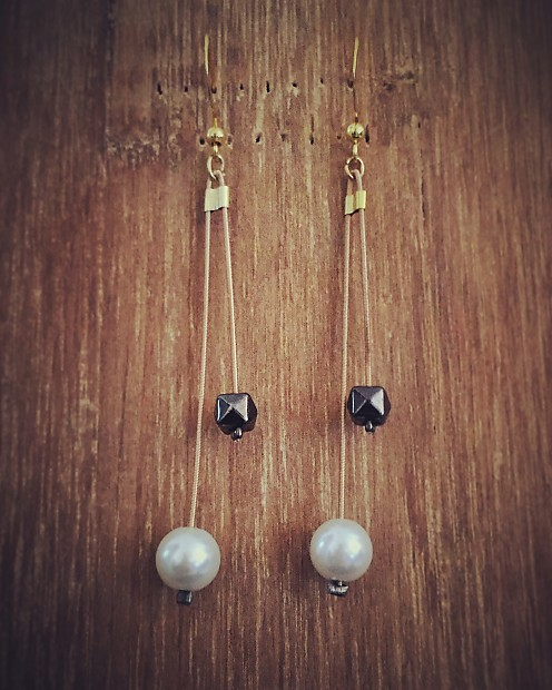 recycled guitar string earrings pearls howlin 39 reverb. Black Bedroom Furniture Sets. Home Design Ideas