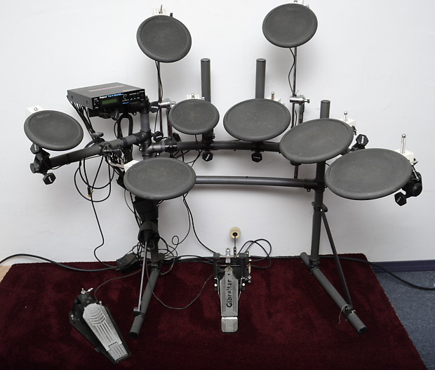 Roland TD 7 Turbo Electric Kit - 8 Pads & KD7 Kick Drum Pedal