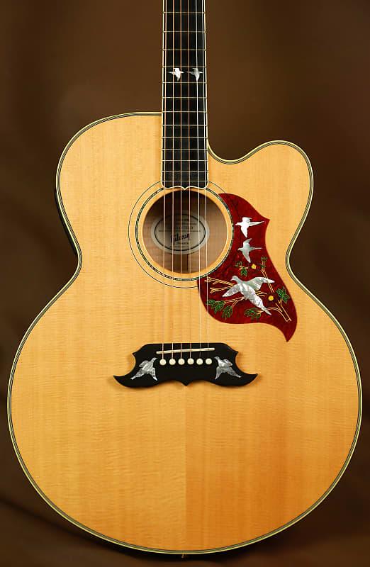 Gibson Dove Jumbo Doves in Flight J-200 Acoustic Guitar SJ-200