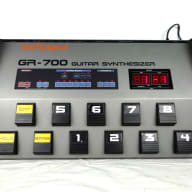 Roland GR-700 MIDI Guitar Synthesizer - FREE Shipping! (GR420986)