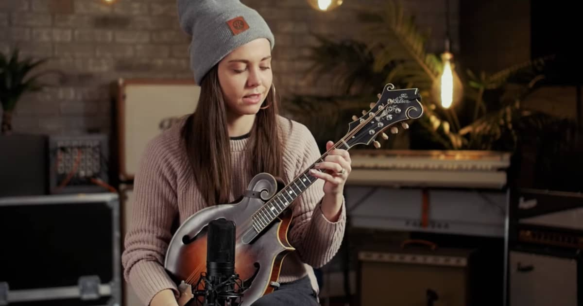 Sierra Hull Mandolin : video sierra hull on the differences between acoustic reverb news ~ Vivirlamusica.com Haus und Dekorationen