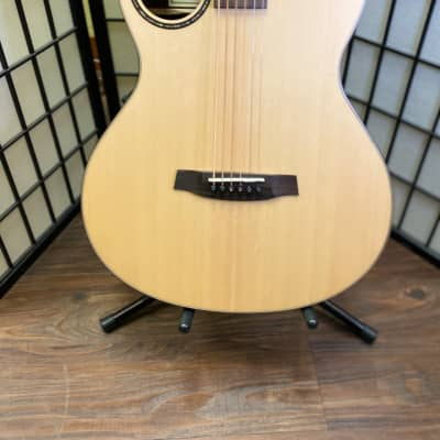 Walden  B-1e Baritone Acoustic Electric Guitar Rosewood Back and Sides and Spruce top 2021 Natural