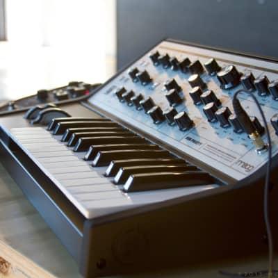 Moog Sub Phatty Analog  Bass Synthesizer