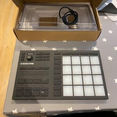 Native Instruments Maschine Mikro Mk3 + Dust Cover + NI soundpacks