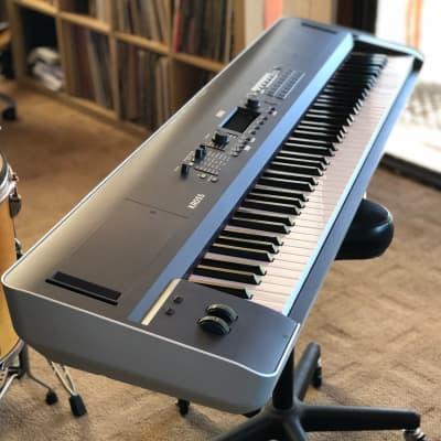 Korg KROSS 2 88 88-Key Synthesizer Workstation 2017 Dark Blue with Gator Gig Case