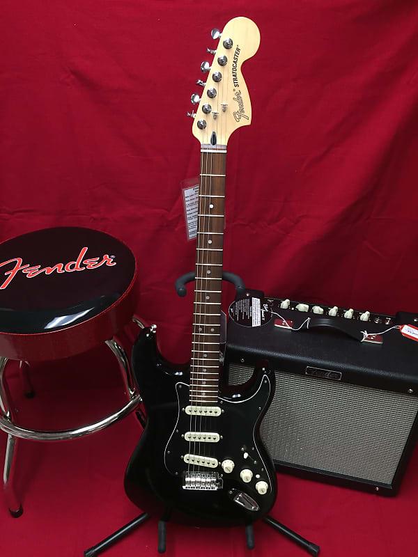 Fender Vintage Noiseless Strat Pickup Set Musicians Friend >> Fender Deluxe Strat With Vintage Noiseless Pickups With 3 Sets Of Fender Strings