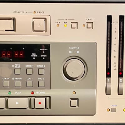 TASCAM  DA 88 - 8 Channel Digital Multitrack Recorder