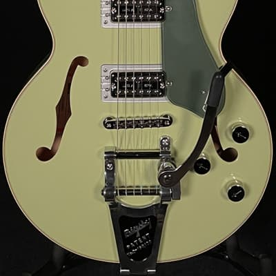 Gretsch G6659T Player's Edition Broadkaster Jr.