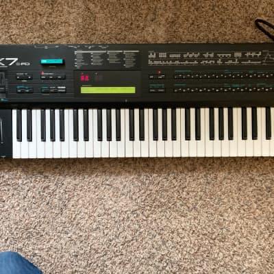 Yamaha DX7IIFD 61-Key 16-Voice Digital Synthesizer with Floppy Drive