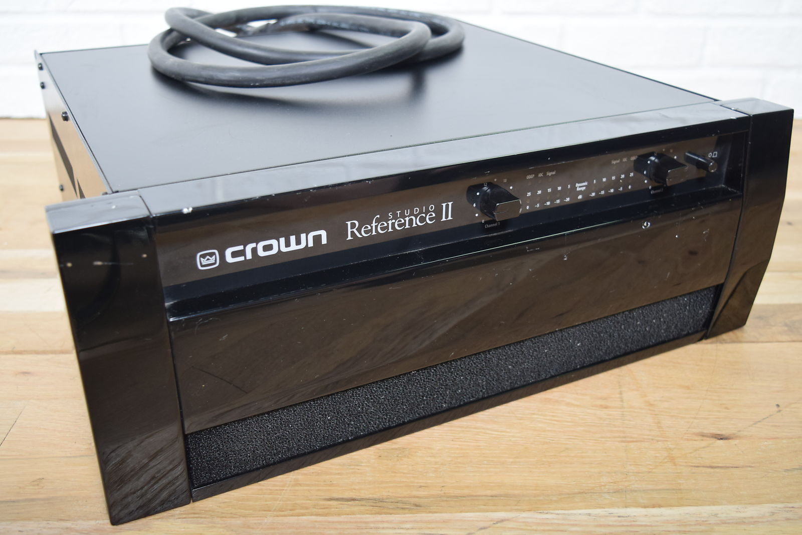 crown studio reference ii stereo power amplifier excellent used amp for sale. Black Bedroom Furniture Sets. Home Design Ideas