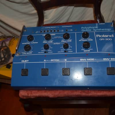 roland gr 300 .for roland guitar synthesizer blue