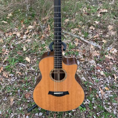 Taylor Baritone 8 Acoustic Guitar 2010