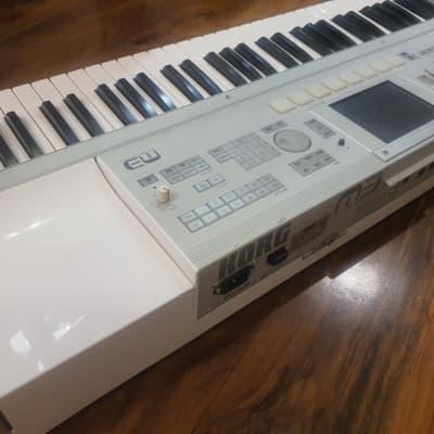 KORG M3 61 keys keyboard -----RARE 220-240V      ----------ORIGINAL box