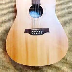 Seagull Excursion Walnut 12 String Isys + Natural