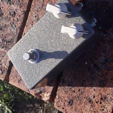 Tonebender Vox Italian Tone Bender Clone Fuzz Pedal Silver / Gold Hammerite