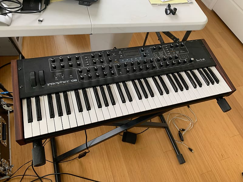 Dave Smith Instruments Prophet '08 PE Polyphonic Analog Synthesizer