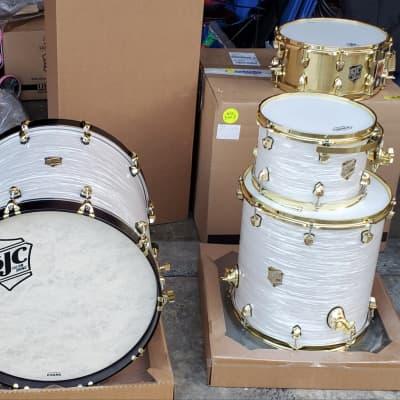 SJC Kit With Alpha Providence Alpha 2020 White Ripple /brass