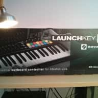 Novation LaunchKey 49 MkII, dust cover, Ableton Live Lite