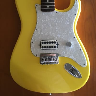Fender Tom Delonge Artist Series Signature Stratocaster 2002 - 2003 Graffiti Yellow for sale