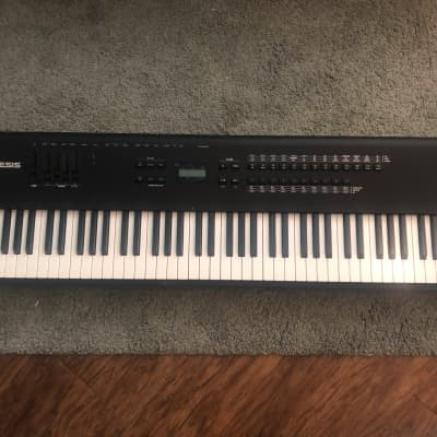 Alesis QS8 64 Voice Expandable Synthesizer 88-Keys Weighted (1996)