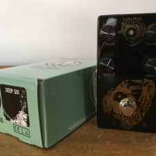 Walrus Audio Deep Six Black and Gold Compressor
