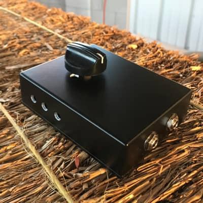Stami's Customs - Raven 8 Ohm 65 Watt Speaker Attenuator for Tube Amp in Black