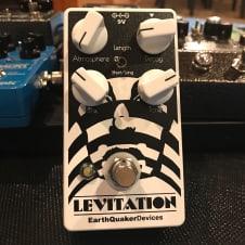 EarthQuaker Devices Levitation Reverb  White/Black
