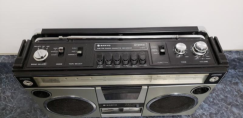 Vintage Sanyo Am/Fm Radio Cassette Recorder Model M9977 1970's