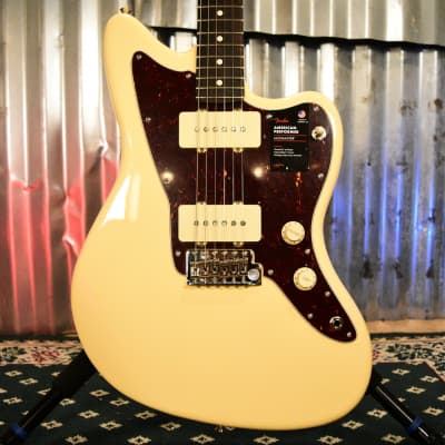 Fender American Performer Jazzmaster Rosewood Fingerboard Vintage White - Floor Model