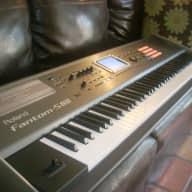 Roland Fantom-S88 88 Key synthesizer Workstation
