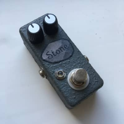 Devi Evеr : FX ⛰️ Stone Fuzz Mini 1590a clone by Futile Art FX Custom Shop