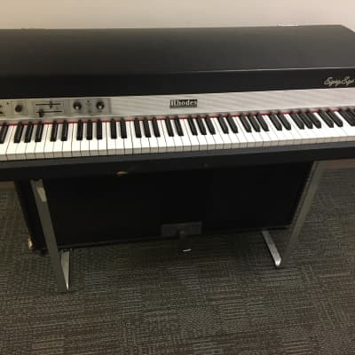 Fender Suitcase 88 electric piano w/ road cases