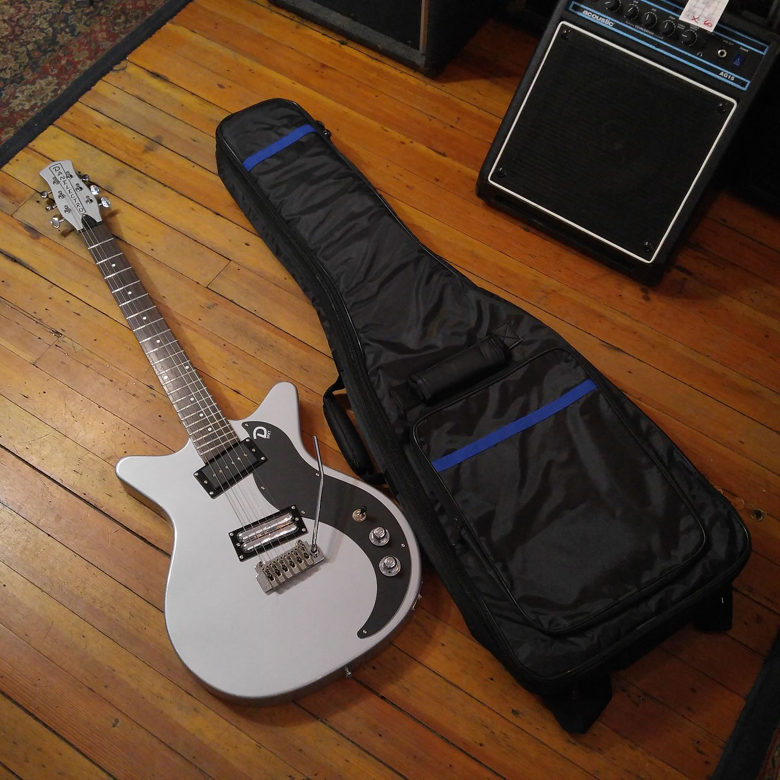 Danelectro 59XT Silver Wilkinson Tremolo Equipped w/LPD C166 Gig Bag & Free Shipping