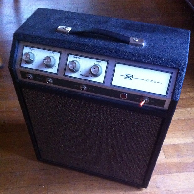 Silvertone Model 1421 10XL 10-Watt 1x8 Guitar Combo