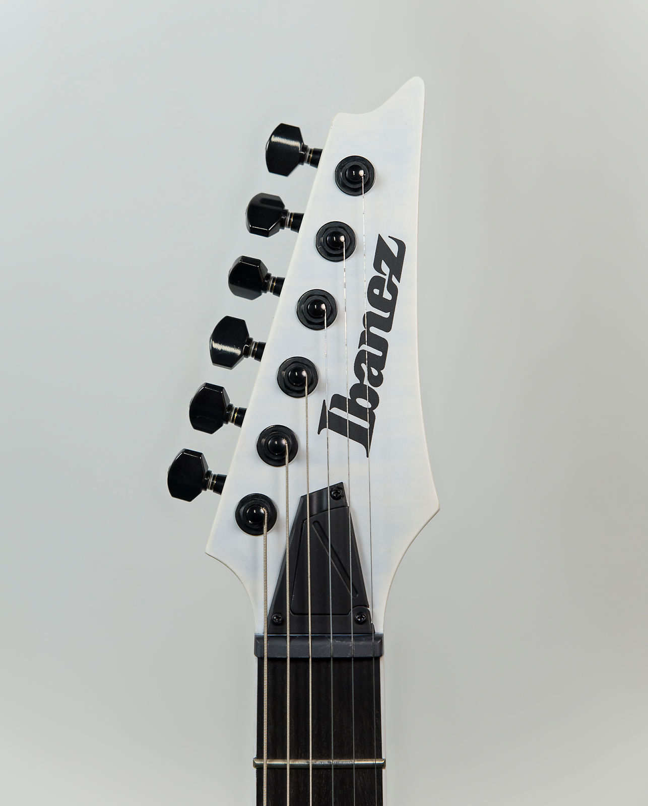 Ibanez Rgaix6fm Electric Guitar In White Frost Flat