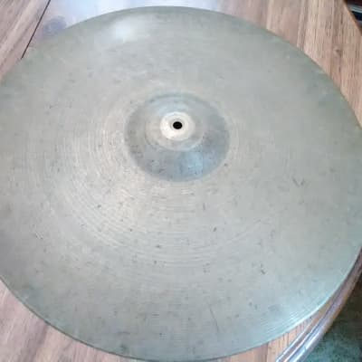 Zildjian Avedis  1950's 20 in medium ride - small stamp -  clean - 2393 gm